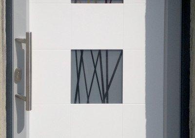 Portoncino blindato bianco con riquadri