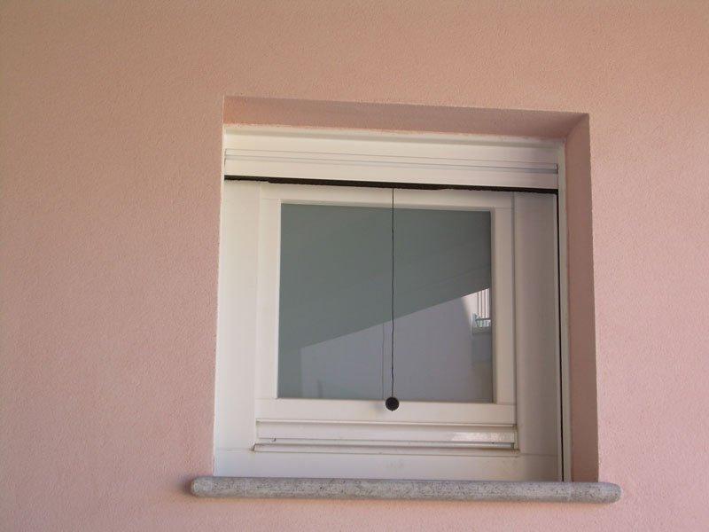 Serramenti laccati bianco con vetro satinato | Lesizza Serramenti