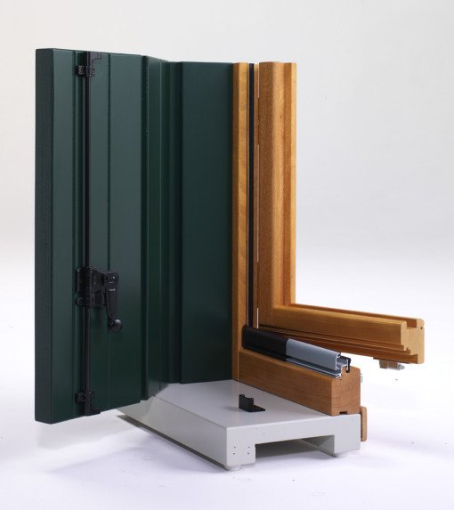 Serramento legno sezione monoblocco lesizza serramenti - Finestre monoblocco in legno ...