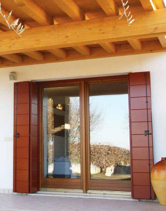 Scuro a doghe orizzontali apertura a libro alla padovana - Chiusure per finestre in legno ...