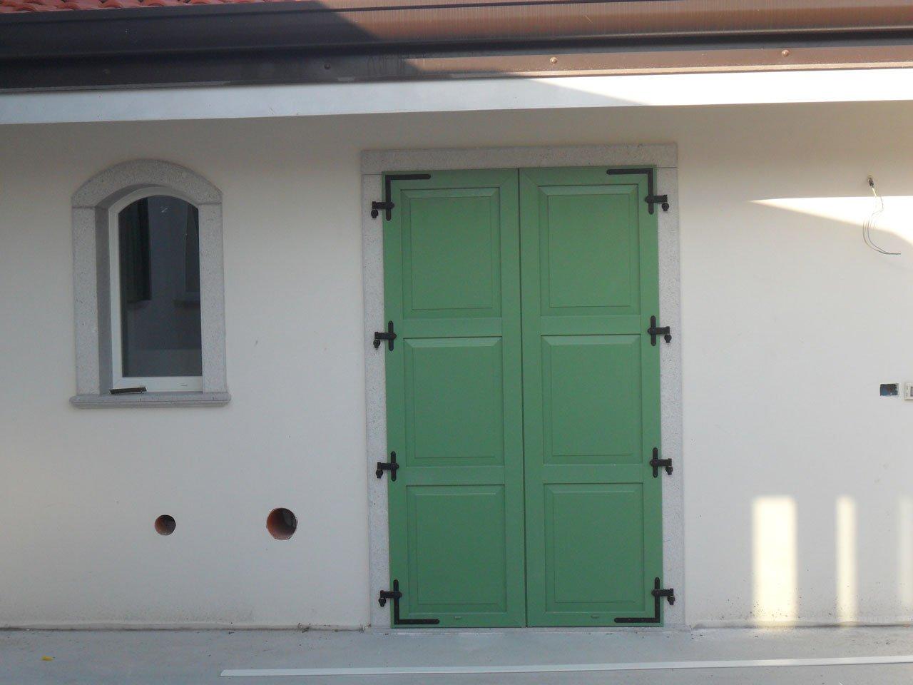 Scuri 3 bugne lesizza serramenti - Scuri per finestre ...