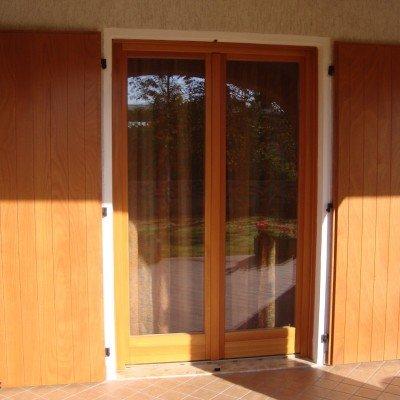 Realizzazione scuri e serramenti in legno