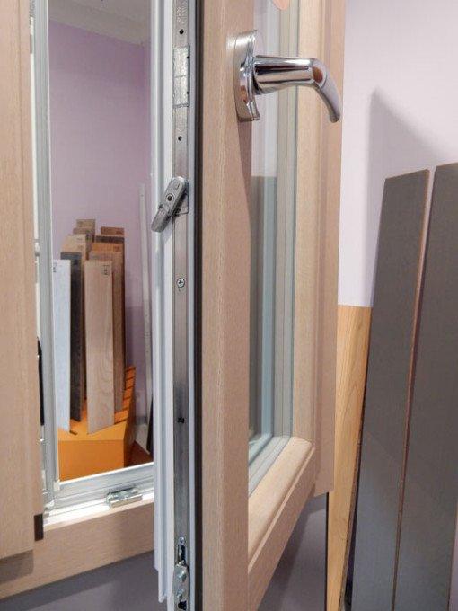 Serramento pvc legno in esposizione lesizza serramenti for Serramenti pvc legno