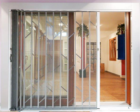 Grata di sicurezza con zanzariera integrata lesizza for Zanzariera porta finestra